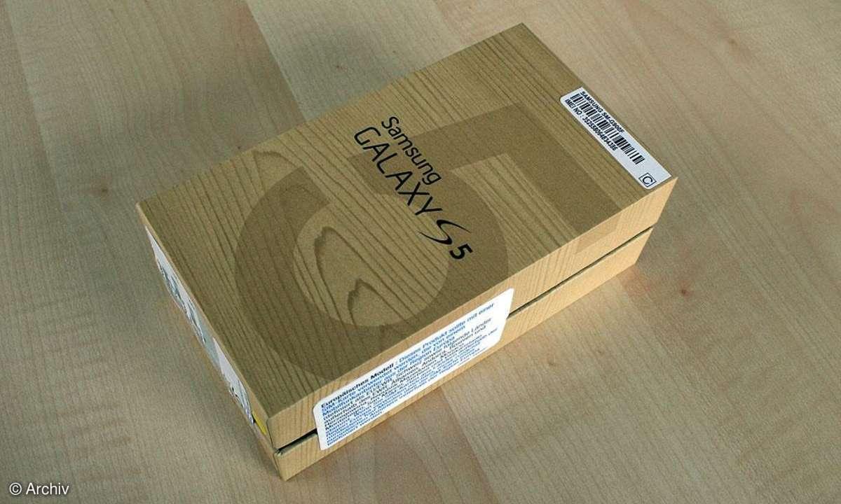 Das Samsung Galaxy S5 wird im kompakten Karton geliefert.