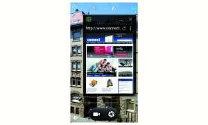 Schwebendes Verfahren: Die Bedienoberfläche Acer Float UI erleichtert den Zugang zu elementaren Anwendungen wie dem Webbrowser, der als skalierbares Fenster zwischenzeitlich über der aktiven App, hier der Kamera, eingeblendet wird.
