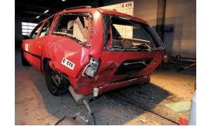 Nach dem Crashtest ist der Mondeo schwer gezeichnet