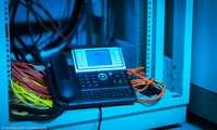 Festnetz-Telefon und Kabel