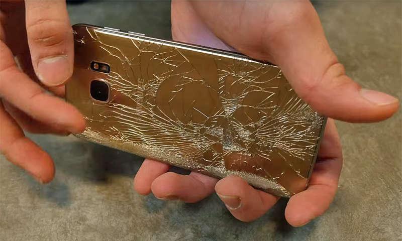 Samsung Galaxy S7 Edge Falltest: S7 Crash Test - Feuer, Wasser, Kratzer