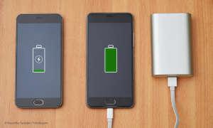 Powerbank lädt Smartphones
