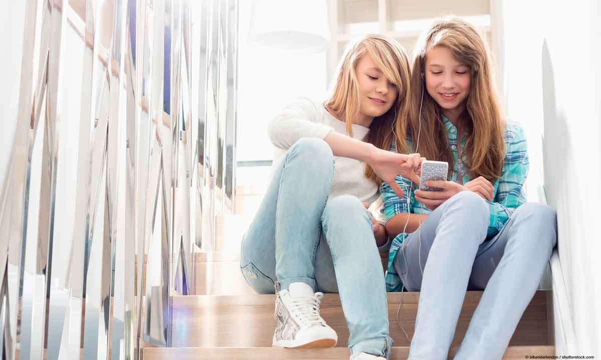 Teenager mit Smarphone