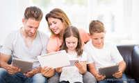 Familie mit Tablets