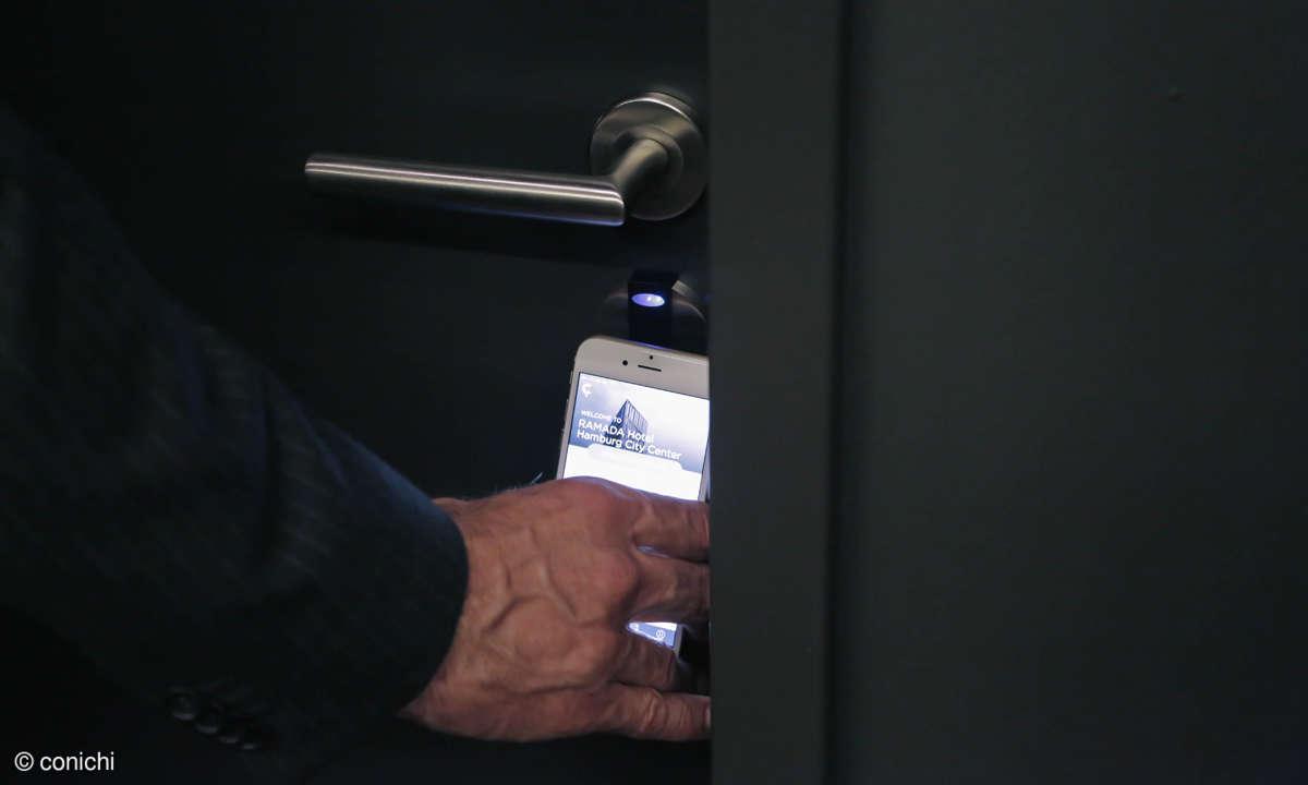 Frank iPhone close up key