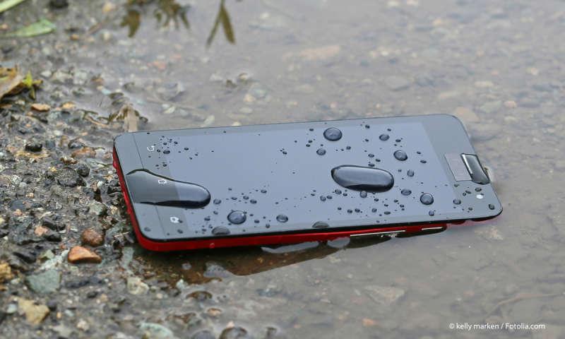 Wasserdichte Smartphones: Wer zahlt bei Wasserschäden? - connect