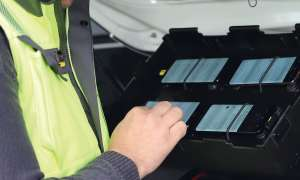 Drivetest-Fahrzeug mit Smartphones vom Typ Samsung Galaxy S9