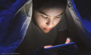 Smartphone Nachtmodus im Bett