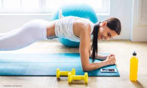 Fitness-App Training zu Hause mit Smartphone