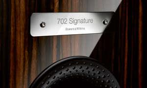 B&W 702 Signature Plakette