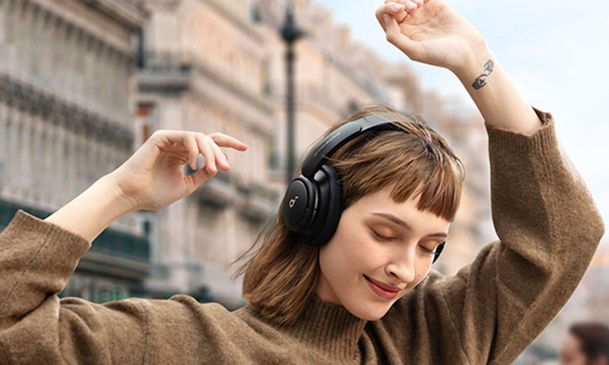 Soundcore-Life-Q30-Lifestyle