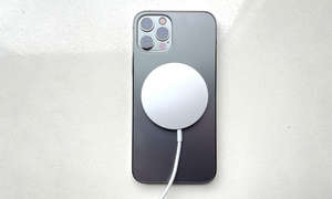 Apple-iPhone-12-Pro-MagSafe