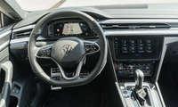 Connectivity Test hybride Mittelklasse 2021 VW Arteon Cockpit