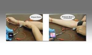 Krigami-Akku im Test mit einer Samsung Gear 2 Smartwatch.