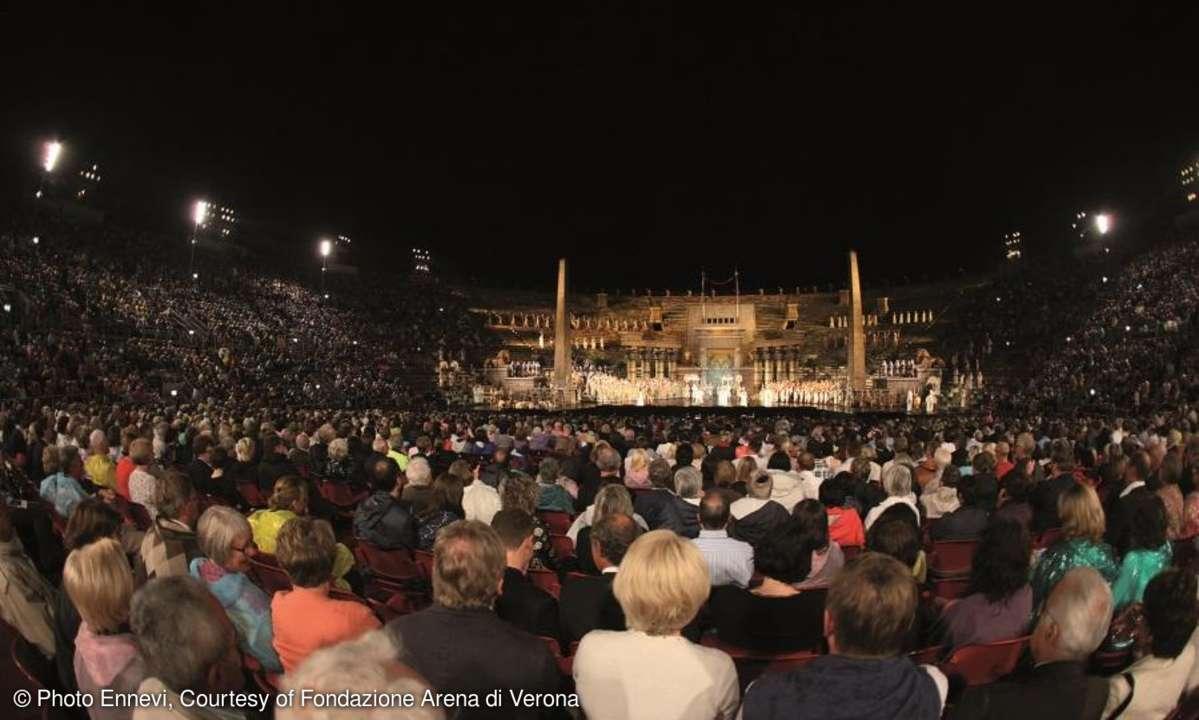 Besucher der Arena di Verona