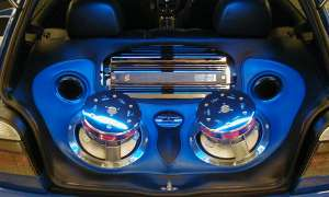 Focal-Subwoofer im VW Golf III