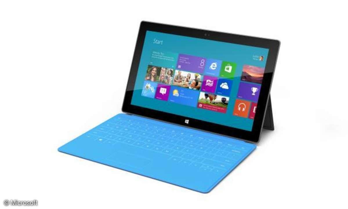 Um das Surface-Tablet komfortabel auf dem Tisch nutzen zu können, verfügt es über einen Standfuß und eine Touch-Tastatur.