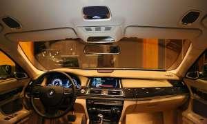 Harman Automotive präsentierte auf der CES 2013 einen Versuchsträger auf Basis des 7er BMW mit Quantum Logic Surround 3D mit Höhenlautsprechern im Dachhimmel zur Erweiterung des Raumeffekts.