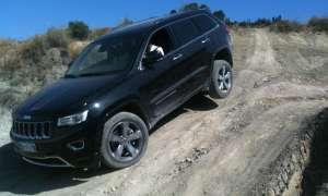 schwarzer Jeep Grand Cherokee