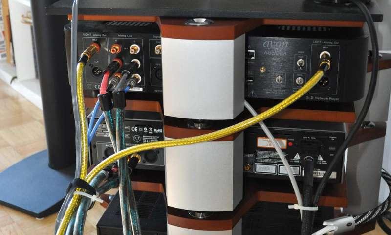 strom und nf kabel auf abstand halten connect. Black Bedroom Furniture Sets. Home Design Ideas