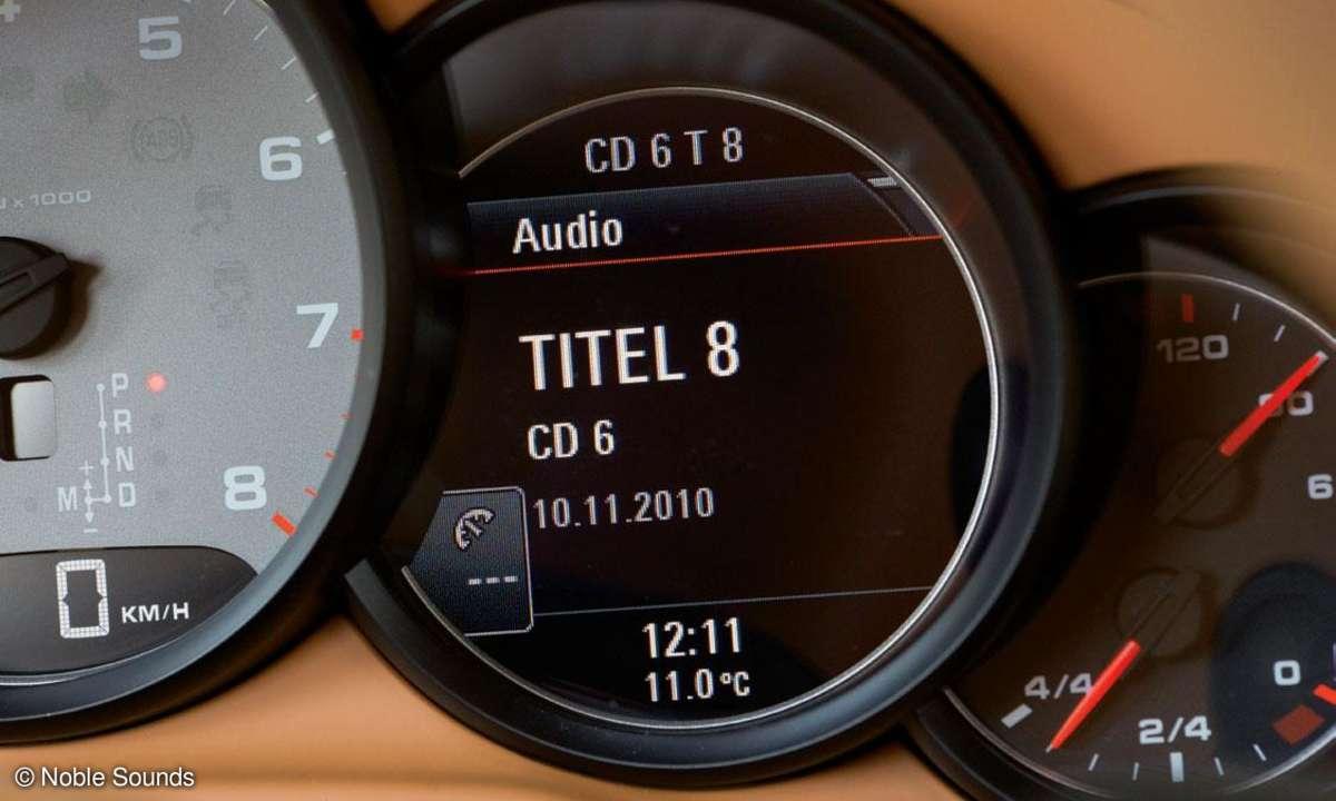 Porsche Panamera S Tachometer