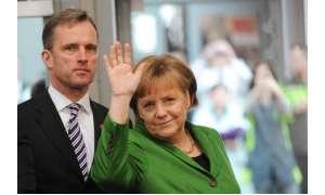 CeBIT 2012: Rundgang der Bundeskanzlerin Dr. Angela Merkel mit Dr. Wolfram v. Fritsch, Vorstandsvorsitzender der Deutschen Messe AG